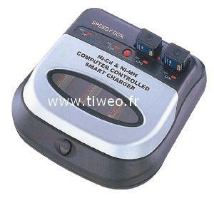 Caricatore batterie ricaricabili Ni-MH / Ni-Cd completamente automatico